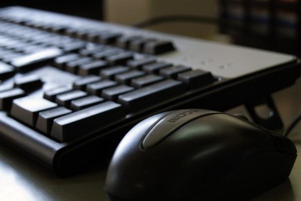 高齢者のネット事情、パソコンを使える介護施設が人気