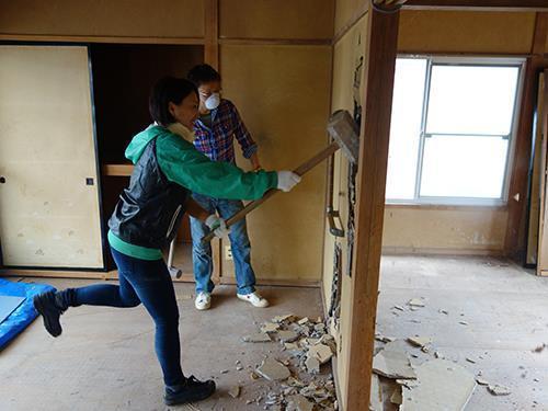 「住宅解剖」によって介護器具を取り付ける際のノウハウを住宅構造から習得する