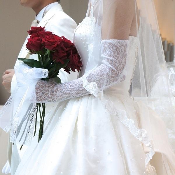 新しい祖父母孝行「老人ホームで結婚式」