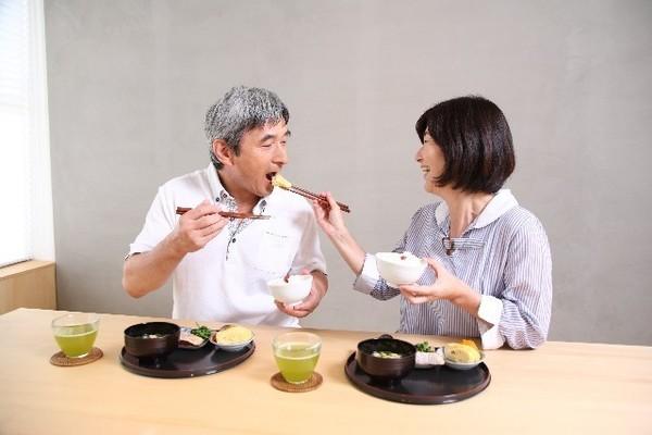 高齢者の食欲低下は心と体のSOS!食べたくなる食事の工夫とは?